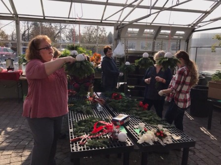 Evergreen Kissing Balls Workshop Bloomington Location 2018 Wagners Greenhouse